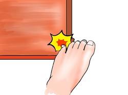 足の小指をぶつけると激痛が…