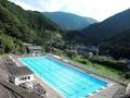 西伊豆で発見された「泳げる温泉」が話題 源泉かけ流しのプール