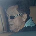 初公判当日、車で家から出てきたアキラだが東京地裁へは向かわず
