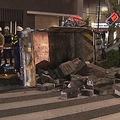 東京・日本橋で歩道にトラック突っ込み横転 歩行者の女性重傷
