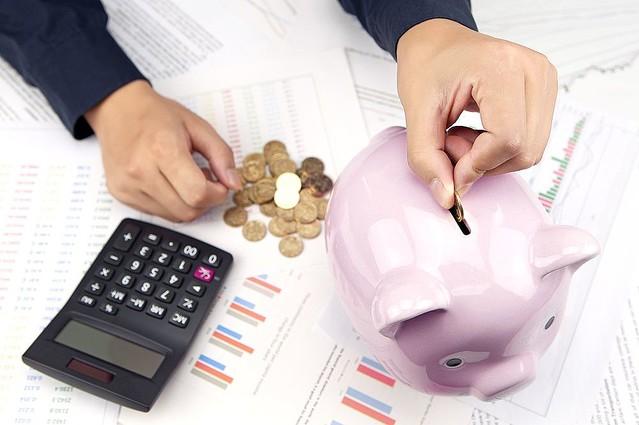 マイナス金利でも預貯金を続ける日本人 インフレのリスク意識を
