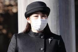 昭和天皇の命日の1月7日、八王子市内の『武蔵野陵』を参拝された眞子さまは黒のロングドレス姿