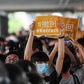 香港で行われた「逃亡犯条例」改正案に反対するデモ(2019年6月13日撮影)。(c)Anthony WALLACE / AFP
