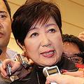 希望の党の代表辞任を受け、記者の質問に答える小池百合子都知事 Photo:つのだよしお/アフロ