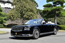 両陛下が乗車されるオープンカー仕様の「センチュリー」