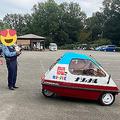 警察官も思わず撮影 どこでもモテモテなミニカー「ナショナル号」