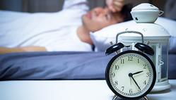 """寝ないとどうなる?うつ病や寿命への影響、経済的にも損な""""寝ない""""に潜むリスクとは"""