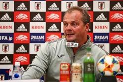 モンゴル代表を率いるミヒャエル・バイス監督。日本サッカーに精通するこの指揮官が、森保ジャパンの障壁になるか。