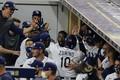 <レイズ・アストロズ>2回、ズニーノのソロ本塁打に喜ぶレイズベンチ(AP)