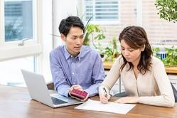 仲直りがなかなか困難で深刻になりがちな、「お金が原因の夫婦喧嘩」はなぜ起きてしまうのか、避ける方法はあるのかを考えてみます。