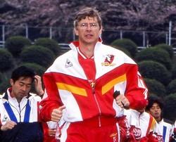 名古屋を強豪に押し上げたヴェンゲル監督はアーセナルへ引き抜かれ、惜しまれつつ日本を去った。(C) Getty Images