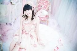 田村ゆかりのニューシングル「恋は天使のチャイムから」のMV、さらに新ビジュアルが公開された