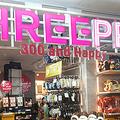 大創産業の300円ショップ「THREEPPY(スリーピー)」=2019年11月7日、東京都葛飾区