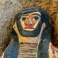 エジプト・ダハシュールの墓地遺跡(ネクロポリス)で新たに見つかったひつぎ(2019年7月13日撮影)。(c)Mohamed el-Shahed / AFP