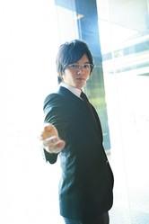 平野紫耀演じる神楽木晴に助言を与える役割を担う平海斗/撮影=広ミノル