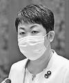 (写真)質問する岩渕友議員=7日、参院決算委