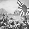 ノルマンディー上陸作戦が「竹島写真」に(KBSが放送=左。AP/AFLO=右)