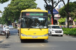 ホーチミンのエアポートバス。導入されて日が浅いので、バスもまだきれいだ