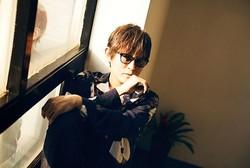 スガ シカオ 明日のデビュー記念日に、LINE LIVEで即興ライブ生配信決定