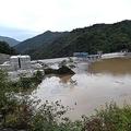 台風19号が去り、ほぼ満水状態となった八ッ場ダム(写真:Natsuki Sakai/アフロ)