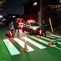 付近では警察官が通行を規制していた=2019年11月12日午後6時21分、青森県八戸市新井田西、横山蔵利撮影