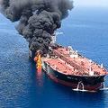 中東のオマーン湾で、攻撃を受けたとされるタンカー。イラン学生通信(ISNA)提供(2019年6月13日提供)。(c)ISNA / AFP