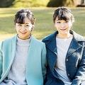 12月29日、佳子さま26歳の誕生日に公開されたご近影。10月の眞子さまの誕生日の時に続き、姉妹仲睦まじいツーショットで