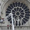 火災に見舞われた仏パリのノートルダム大聖堂の円花窓の補強工事(2019年4月16日撮影)。(c)Thomas SAMSON / AFP