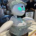 モスフードサービスが実験導入した分身ロボット「オリヒメ」