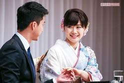 2016年9月、福原愛と江宏傑選手が結婚会見。指輪を披露した