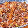 「四川麻婆豆腐」(1080円)。食べ進めるたびにごろごろ入った大粒の山椒がはじける/四川と小吃 奏煖