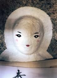 顔を白く塗る例は多いが、頭の周囲も塗られた珍しいお地蔵さん