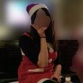 お酒が好きだという草なぎの妻。草なぎとの交際前、クリスマスパーティーを楽しむ姿