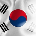 韓国の国旗は「太極旗」と呼ばれ、旗の中心には中国の陰陽思想に基づく「陰陽」の意匠に似た「太極」が存在する。韓国国旗の「太極」は上部が青、下部が赤で描かれる。(イメージ写真提供:123RF)