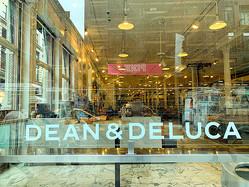 営業をやめたディーン&デルーカの本店=8日、米ニューヨーク市、江渕崇撮影
