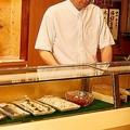 生活保護費が出る月初め、老父が現役時代に通っていた高級寿司店をタクシーで訪ねるのが、親子にとってたったひとつの楽しみだった。そんなことをしていれば行き詰まって当たり前、と指弾する人もいるだろうが——。(写真はイメージです)