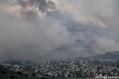 米カリフォルニア州ヨーバリンダで発生した山火事「ブルーリッジ火災」(2020年10月26日撮影)。(c)Robyn Beck / AFP