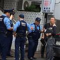 菅原一秀議員の事務所前に集結する警察官(6.19練馬区)