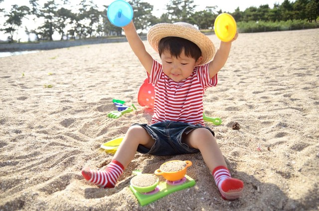 [画像] 砂場のおままごとで作っていたのは、お母さんの「美味しいご飯」 しかし、娘が答えたそのメニューは…
