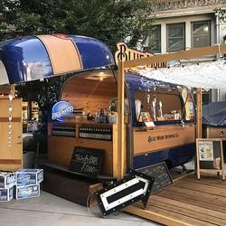 ヨロイヅカの限定デザートも。京橋エドグランで「BlueMoon」ビールのイベント開催