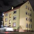 ドイツ西部レックリングハウゼンで、行方不明となっていた少年が発見されたアパート(2019年12月20日撮影)。(c)Marcel Kusch/dpa