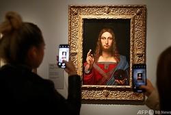 フランス・パリのルーブル美術館に展示された、レオナルド・ダビンチ作「サルバトール・ムンディ(救世主)」(2019年10月22日撮影、資料写真)。(c)FRANCOIS GUILLOT / AFP