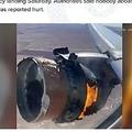 上空で燃える飛行機のエンジン(画像は『KING5.com 2021年2月20日付「'Very rare': Aviation expert John Nance describes engine failure on Boeing 777-200 near Denver」』のスクリーンショット)