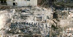 11月1日以降、首里城跡地では出火原因を究明するため、沖縄県警と消防による実況見分が行われている