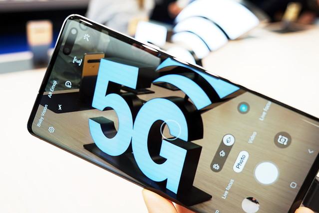 「5G」の免許が初交付、ドコモ、au、ソフトバンクに