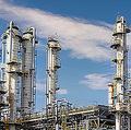 政府の歳入の約8割を占める原油売却収入は半減(写真はイメージ)