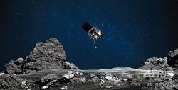 地球近傍小惑星「ベンヌ」の地表に接近する米航空宇宙局の無人探査機「オシリス・レックス」の想像図(2020年8月11日提供)。(c)AFP PHOTO /NASA/GODDARD/UNIVERSITY OF ARIZONA/HANDOUT