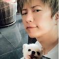 2018年、愛犬のエネルが亡くなったことを報告するGACKT(インスタグラムより)