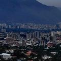 停電に見舞われたベネズエラの首都カラカス(2019年3月9日撮影)。(c) Matias DELACROIX / AFP