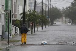 道路が冠水したサウスカロライナ州チャールストン(写真:ロイター/アフロ)
